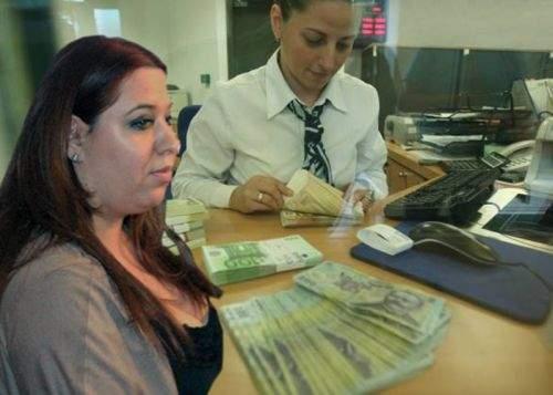 Oana Roman a obţinut un credit de la bancă ca să-şi plătească o masă în oraş