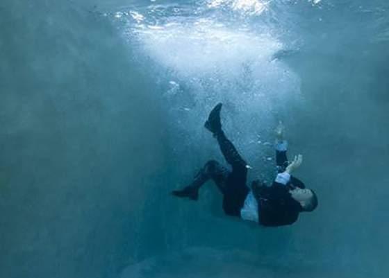 Efectul noii accize. La piscină, pe lângă salvamar va fi şi un agent ANAF, în caz că înghiţi apă din greşeală