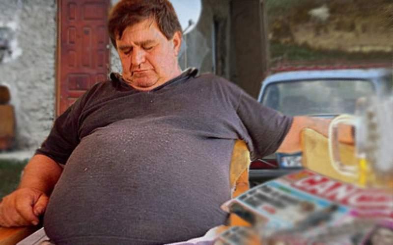 Omul-piton! De Crăciun, un român a înghiţit un porc şi îl va mistui până la Paşte