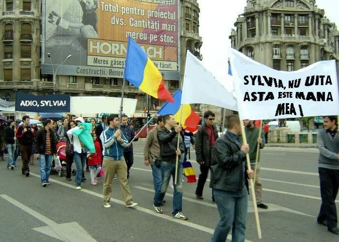Mii de onanişti ţin un marş spontan în memoria actriţei din Emanuelle
