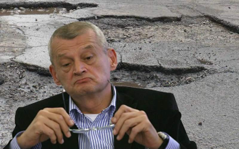 Ajutor de sus! Mai mulți meteoriți au căzut în București și au astupat gropile din asfalt
