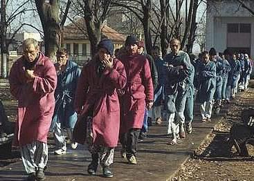 Pacienţii păgubiţi de spitalul Caritas au ieşit în stradă