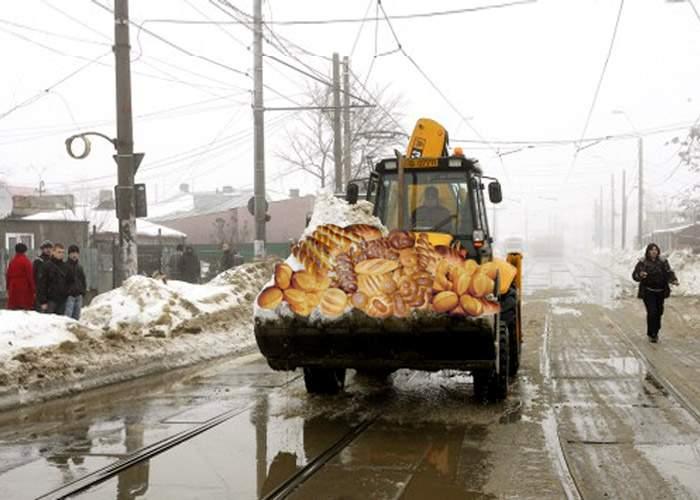 Autorităţile se pregătesc cum se cuvine pentru următoarea ninsoare: cu pâine şi sare!