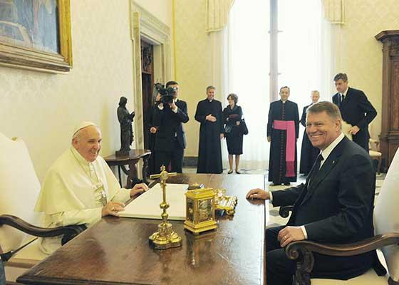 """Papa și-a anulat vizita în România: """"Credeam că Iohannis e președintele Germaniei, nu al României"""""""