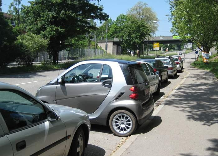 Şoferiţele, revoltate că noul Cod Rutier nu interzice parcările laterale