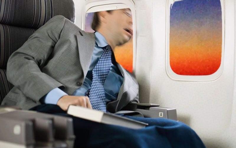Măsuri de siguranță la companiile low-cost. Pasagerii vor sta cu capul afară pe geam