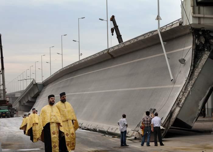 Pasajul Basarab s-a prăbuşit sub greutatea maşinii de valori a BOR