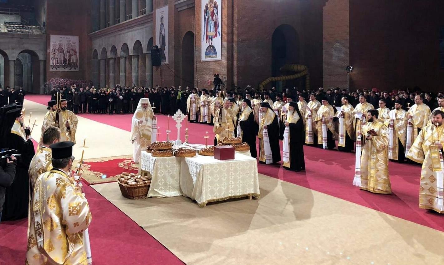 Gafă la sfinţirea Catedralei! Patriarhul a uitat să-l invite şi pe Dumnezeu