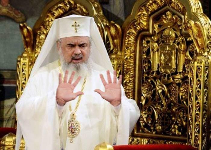 """Patriarhul Daniel s-a răzgândit: """"Bogăţia e rea, dar vă ajut eu să scăpaţi de ea"""""""