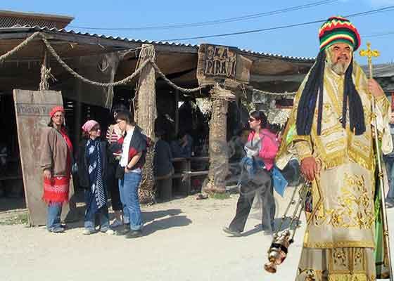 E bun la afaceri! Patriarhul Daniel a apărut pe plajă la Vama Veche cu o cădelniță cu marijuana
