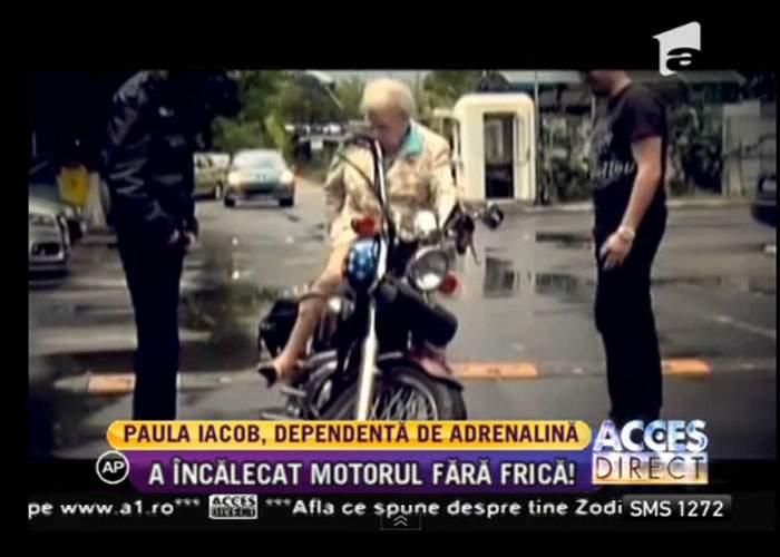 Paula Iacob s-a plimbat cu motoreta! Mii de români s-au îngrămădit să vadă primul dric cu 2 roţi