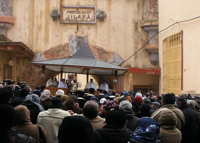 Jilava, loc sfânt! A treia zi de pelerinaj la pantalonii făcători de euro ai lui Gigi Becali