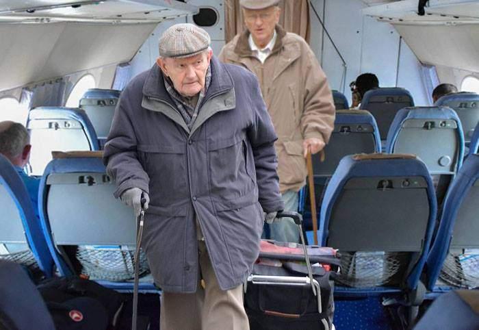 Pentru că oricum merge în pierdere, TAROM le dă gratuitate pensionarilor pe toate zborurile companiei