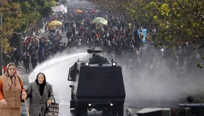 Căldura a atras atâţia pensionari în Cişmigiu, că au fost îndepărtaţi cu tunuri cu apă