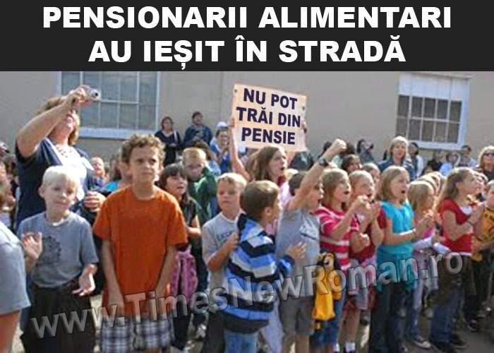 Pensionarii alimentari protestează la Palatul Copiilor