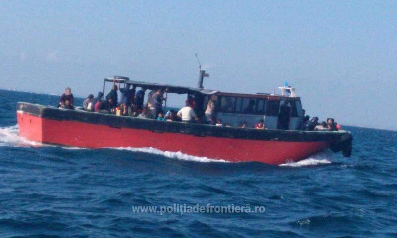 87 de sirieni prinşi pe Marea Neagră, în drum spre reuniunea de 20 de ani de la absolvirea Facultăţii de Medicină