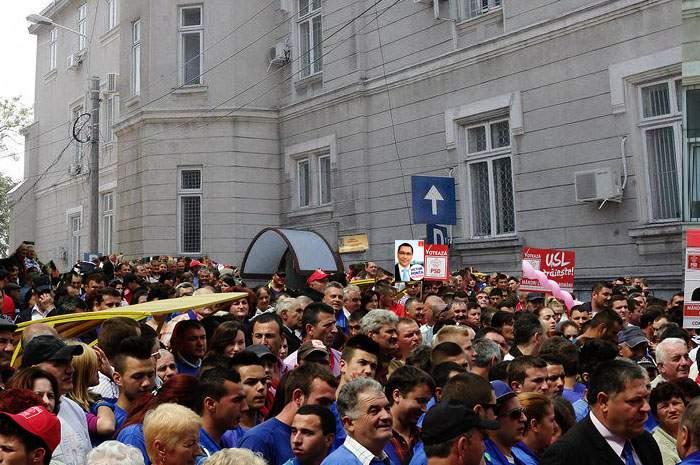 Resemnați! După ce Ponta a pierdut alegerile, mulți pesediști s-au prezentat azi de bunăvoie la DNA