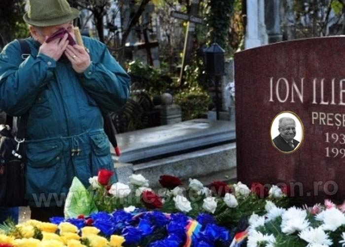 Într-un univers paralel, nostalgicii comunismului depun astăzi flori la mormântul lui Ion Iliescu
