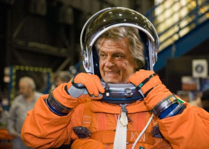 Florin Piersic, trimis de urgenţă în spaţiu să ţină de vorbă un asteroid care ameninţa Terra