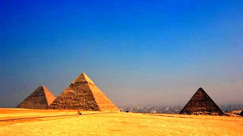 Adevăratul scop al piramidelor! Faraonii le făceau ca să-și ascundă portofelul pe plajă
