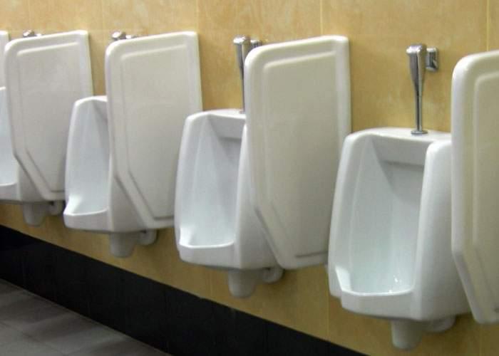 Egalitatea de şanse, implementată în timp record în Caracal. În toaleta femeilor s-au pus pisoare!