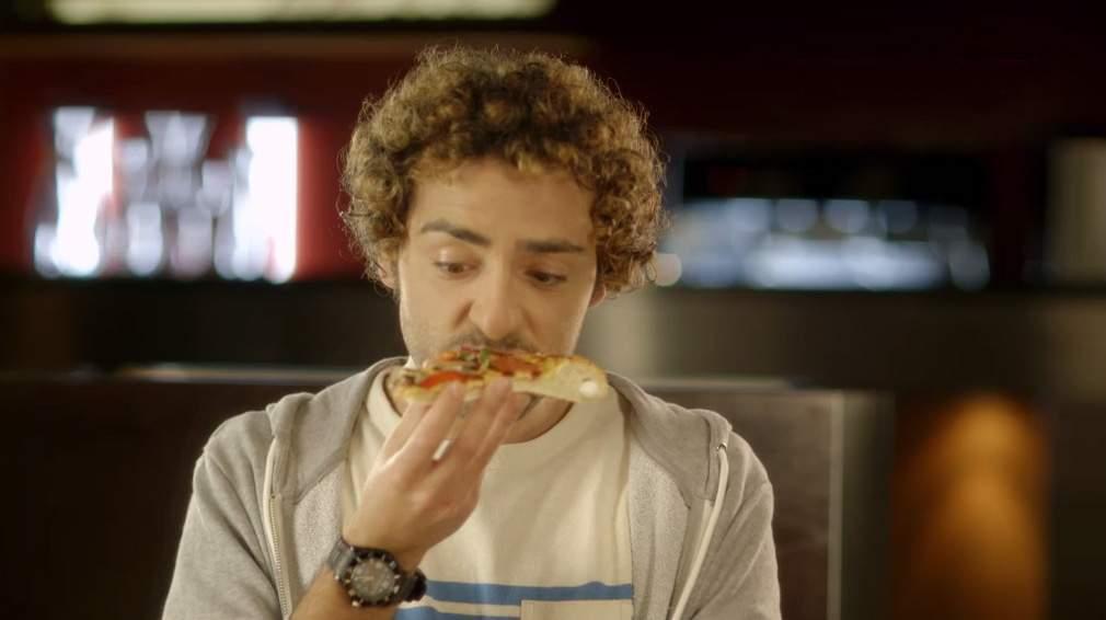 Deranjat de zgomotul străzii? A apărut o pizza cu margine atât de crocantă că nu mai auzi claxoanele