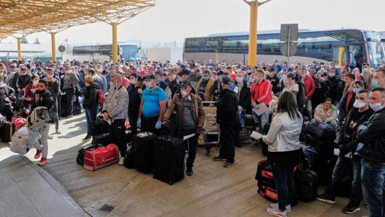 500.000 de români s-au înscris să plece cu charterul la muncă în Grecia