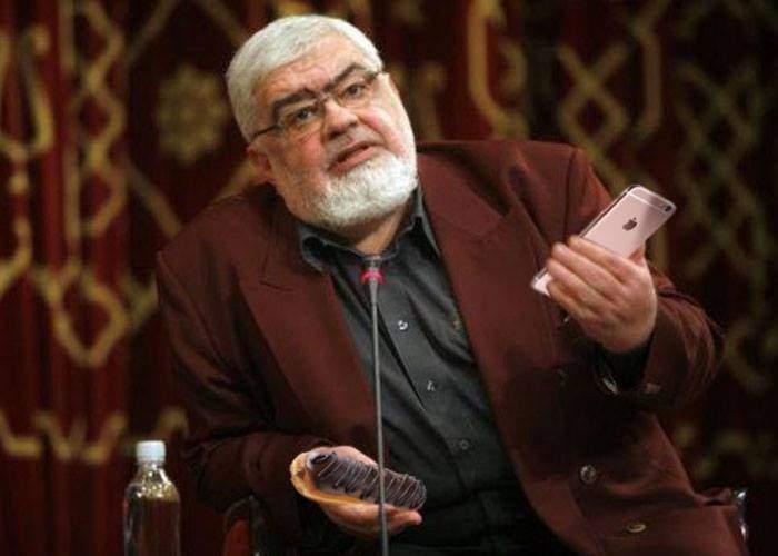 S-a răzgândit! Andrei Pleșu revine la blogging că poate primește și el noul iPhone în teste