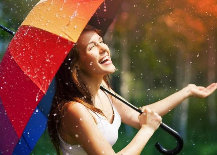 Vremea a luat-o razna. În România a plouat în altă zi decât în weekend!