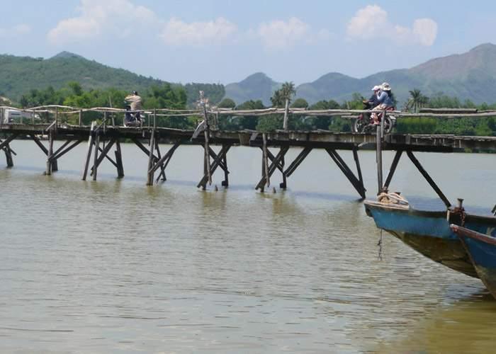 Traficul peste Prut, afectat de lucrările de consolidare la Podul de Flori