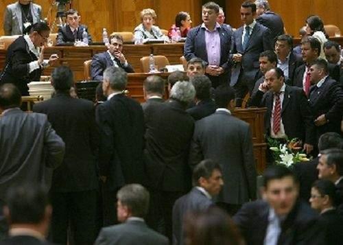 Românii nu le mai pun propriilor copii nume penibile, de frică să nu ajungă politicieni