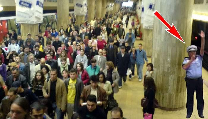 Circulaţia metroului, blocată din nou de un poliţist, care dirija trenurile în staţia Unirii