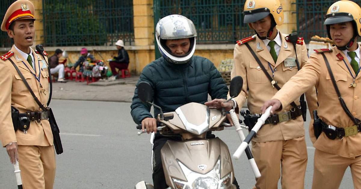 Guvernul va aduce polițiști vietnamezi, ca să fie amendați cât mai mulți români