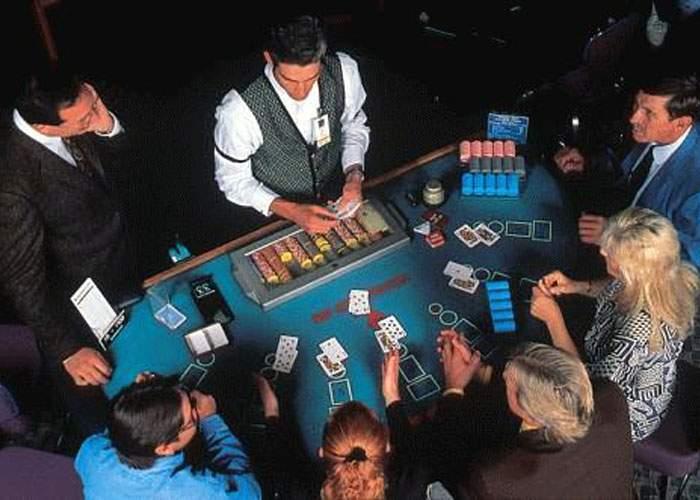 Polițiștii infiltrați într-un cazino au pierdut la poker cinci milioane de euro