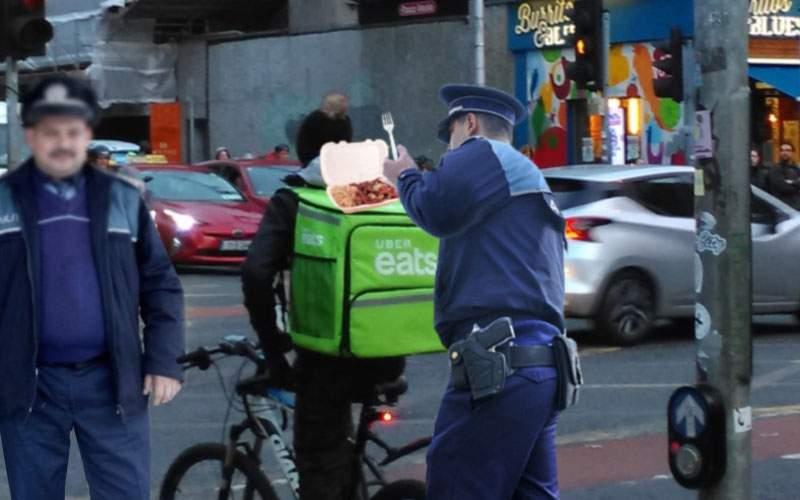 Poliţia a început să îi oprească şi pe cei de la Uber Eats şi să le mănânce mâncarea