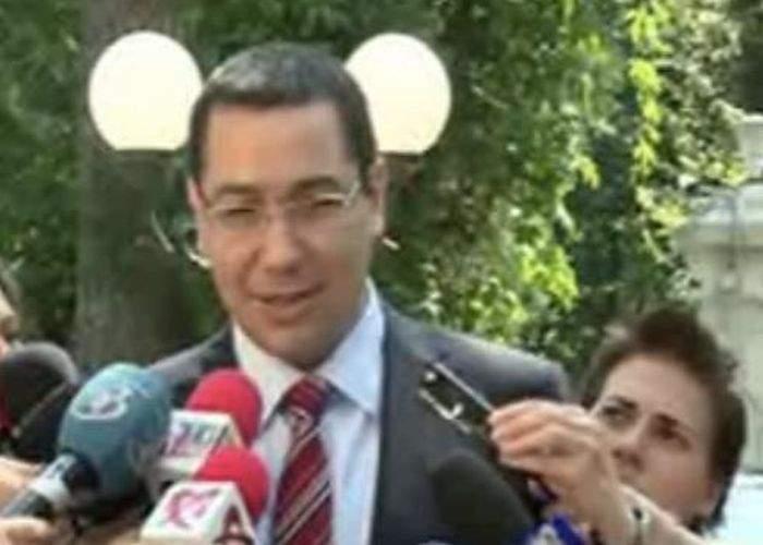 Pentru a contracara scumpirea benzinei, Victor Ponta promite că va mări şi pensiile cu 7 bani!