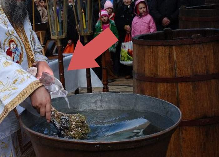 Preot bucureştean, acuzat că îndoaie apa sfinţită cu apă ca să îşi mărească profitul