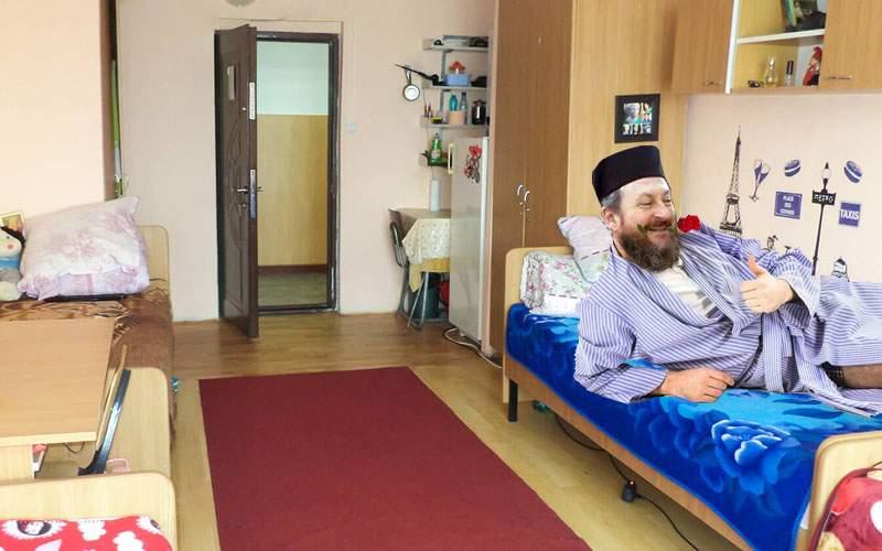 Gândaci în cameră de cămin? Seminariştii de la Huşi se plâng că găsesc preoţi în cameră