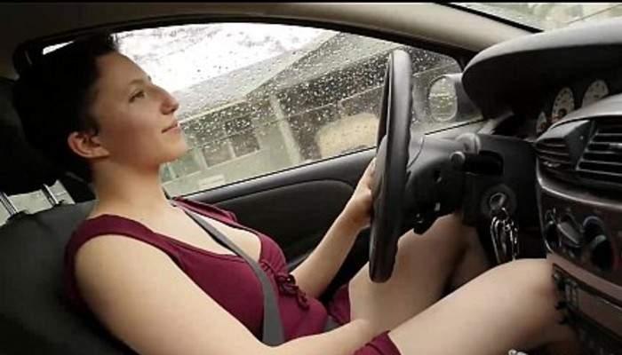 Efectele interzicerii telefonului la volan. Traficul Pornhub de pe mobil a scăzut cu 30%