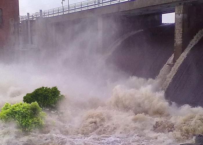 Zeci de localităţi inundate după ce hidrocentrala Porţile de Fier a organizat Ziua porţilor deschise