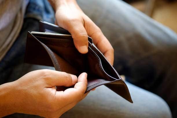 Studiu! La 5 zile după salariu românii devin adepţii curentului minimalist