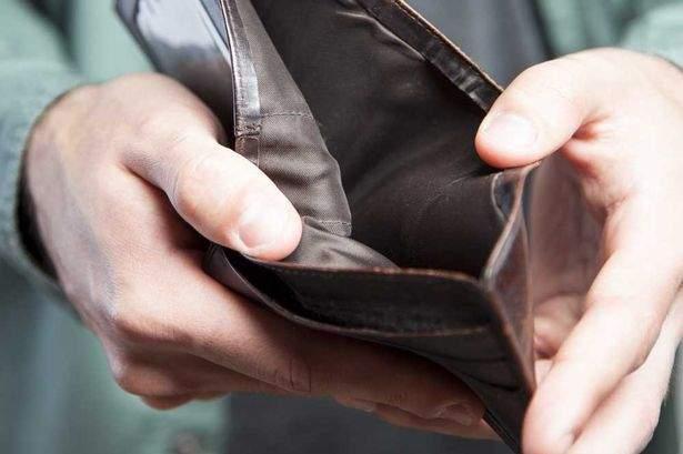 Puterea credinţei! După ce şi-a dat portofelul la sfinţit, un român a ţinut post negru o lună de zile