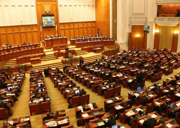 Avem cu 110 parlamentari în plus! Riscăm să depăşim nivelul maxim de prostie pe m² acceptat de UE