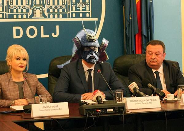 Pentru că în Craiova sunt foarte multe săbii, prefectul de Dolj a primit titlul de Shogun