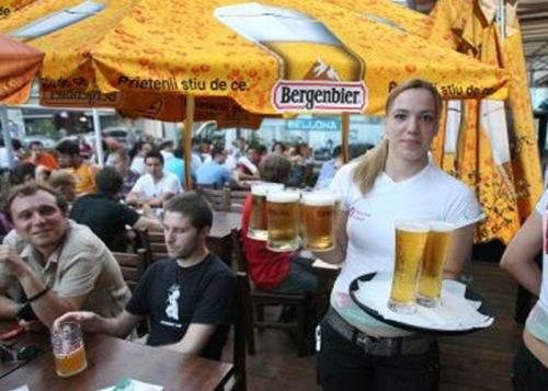 """Guvernul lansează programul """"Prima bere la terasă"""""""