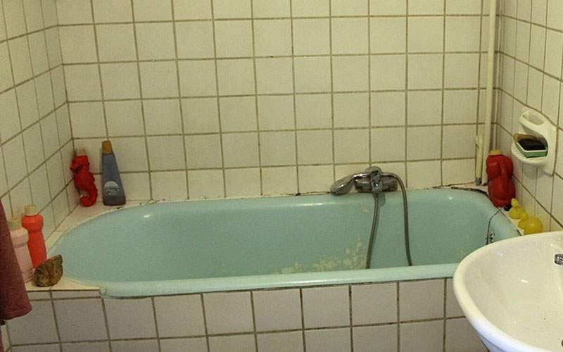 Pentru că prima baie în mare s-a anulat, mii de români fac prima baie acasă anul ăsta