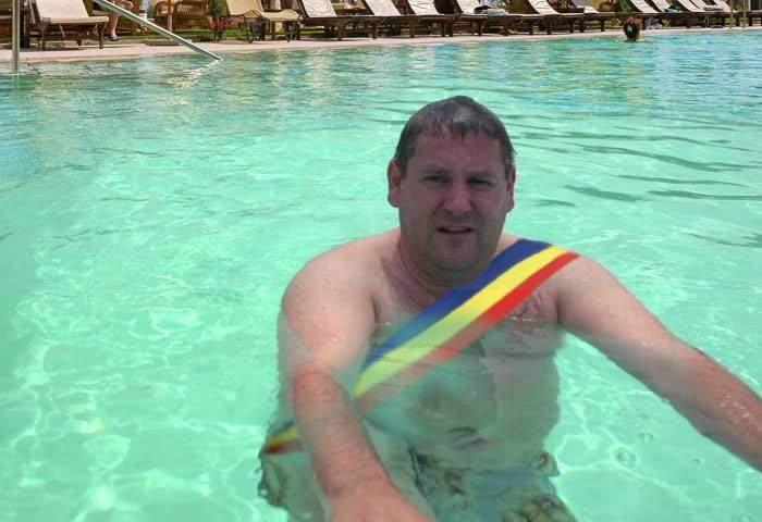 Tradiţii de Baloteşti. La inaugurarea Plajei Therme primarul n-a tăiat panglica, ci s-a pişat primul în apă