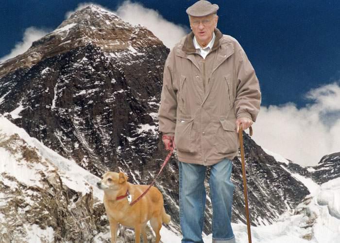 Primul pensionar român pe Everest se plânge că acolo sus e foarte curent