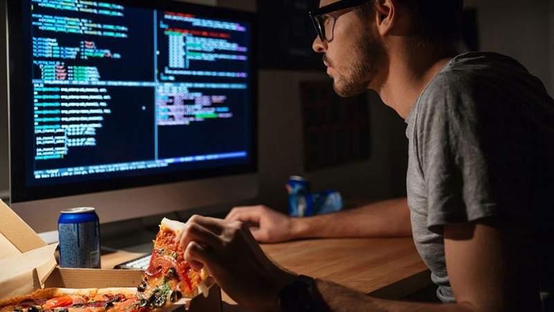 Un IT-ist se laudă că poate trăi 2 ani doar din firimiturile din tastatură!
