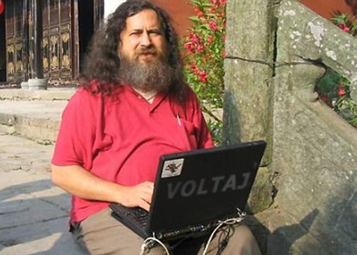 Românii demonstrează încă o dată că sunt buni la calculatoare: Voltaj ne va reprezenta la Eurovision
